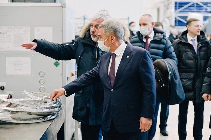 Президент Татарстана и экс-министр обороны России посетили Улан-Удэнский авиазавод